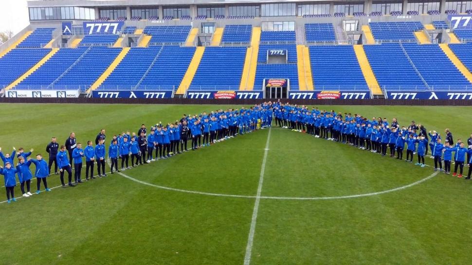 """Кампанията """"1000 за """"Левски"""" осигури 135 футболни топки и тренировъчни пособия за """"синята"""" Академия"""