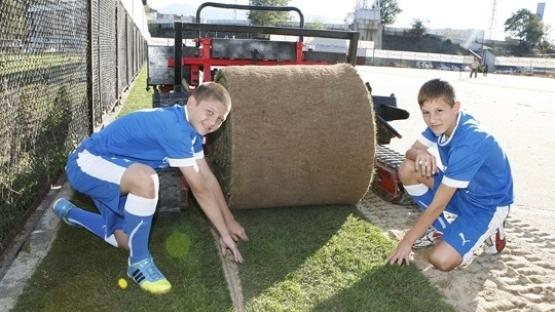 Детските формации тренират на новия терен