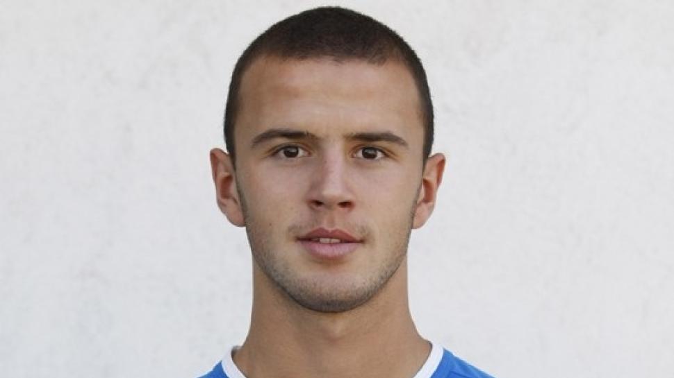 Георги Стоичков подписа първи професионален договор с Левски