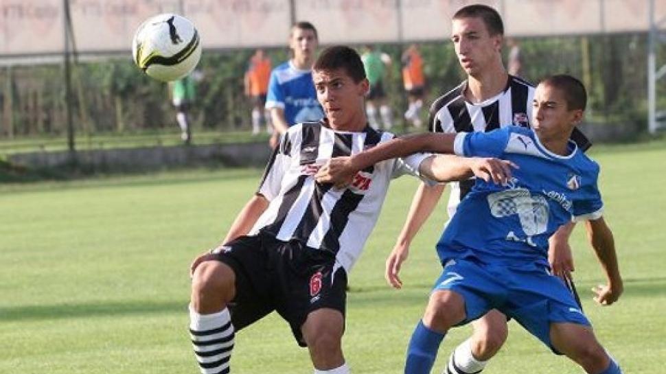 Левски стартира в първенството с победа срещу Векта с 3:1