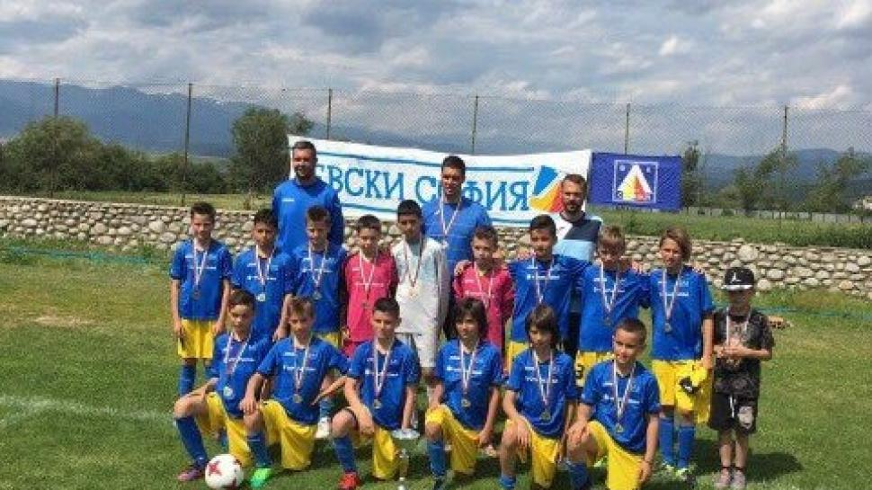 """ЛЕВСКИ триумфира на турнира """"Млади надежди"""""""