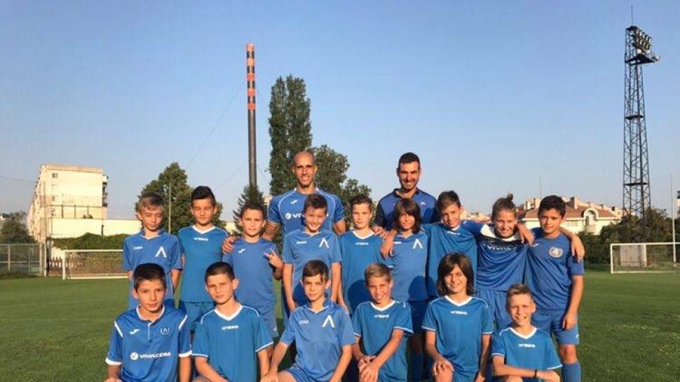 Набор 2006 на ЛЕВСКИ тренира редом до Обертан и останалите играчи от първия тим