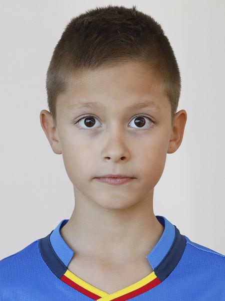 Адриан Кузманов
